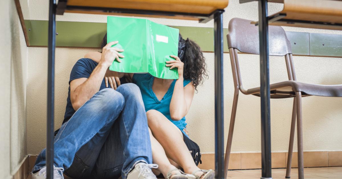 Teenager küssen