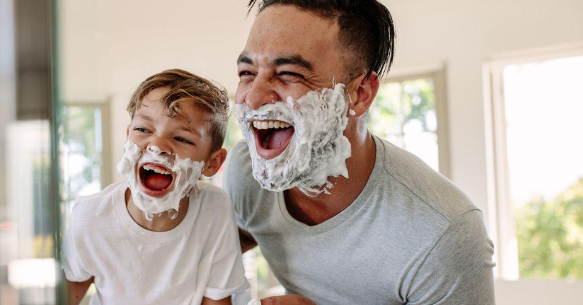 Vatertag Sohn Vater Schaum Rasieren