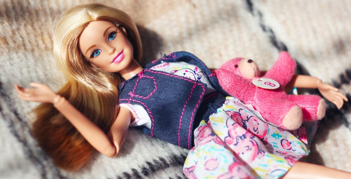 Diese 25 Sachen hat garantiert jeder mit seiner Barbie gemacht!