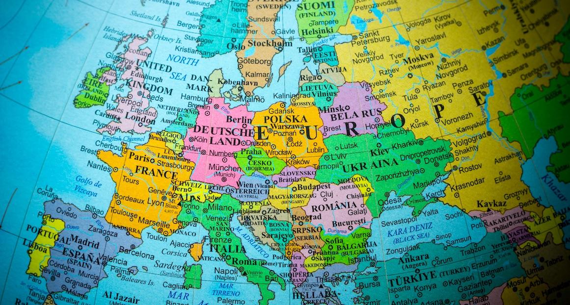 Dieser Künstler zeigt, an welche Dinge ihn die Karten europäischer Länder erinnern!