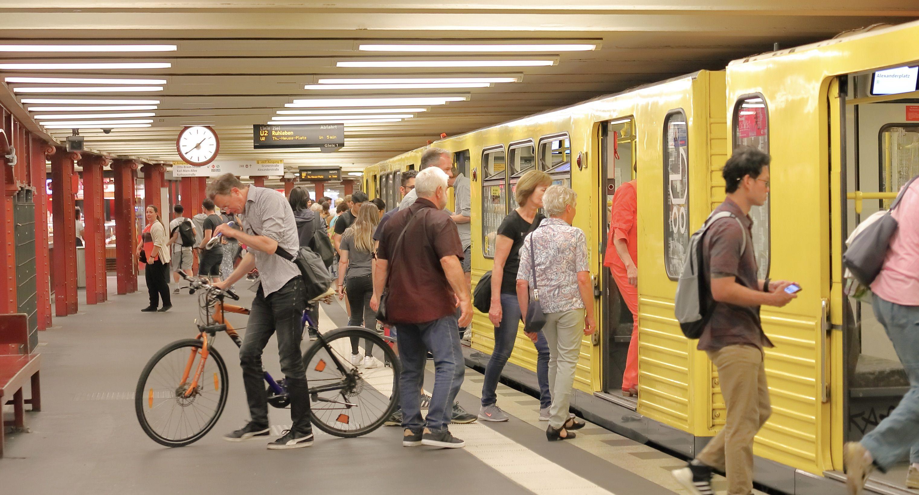 Diese 20 Situationen kennt jeder, der täglich mit der Bahn fährt!