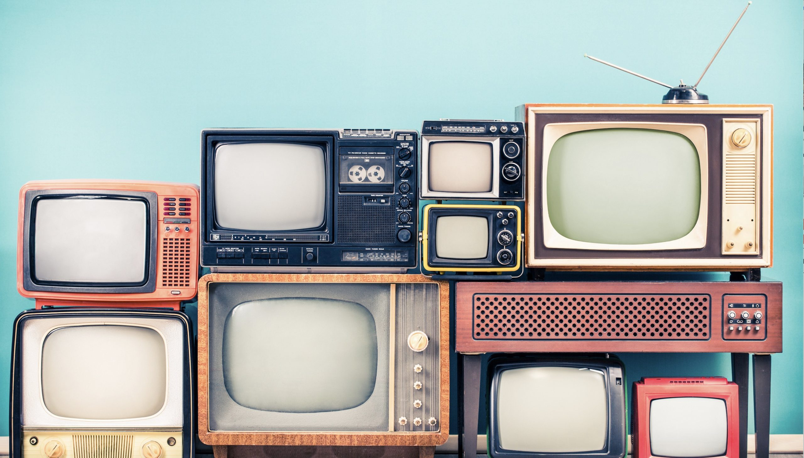 10 abgefahrene Drehbuch-Ideen, die berühmte TV-Serien total verändert hätten!